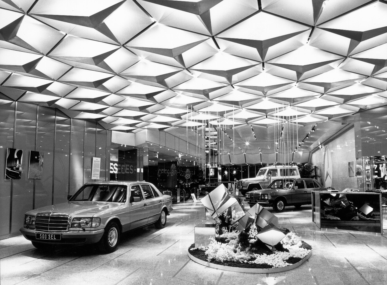 mb exotenforum sonderkarossen umbauten tuning sternenhimmel im 80er jahre mb showroom. Black Bedroom Furniture Sets. Home Design Ideas